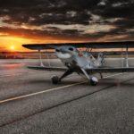 Een vliegtuig op een landingsbaan, een landingsbaan associeer ik met een landingspagina